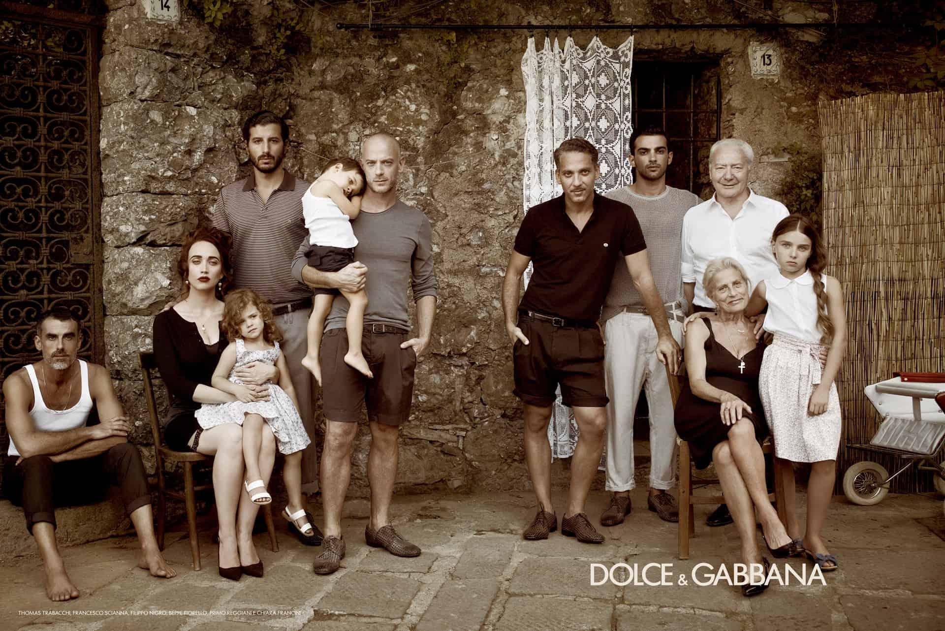 Die Familie in der Fashion Anzeige